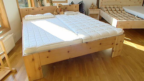 besserer schlaf in betten aus zirbenholz burgenland heute. Black Bedroom Furniture Sets. Home Design Ideas