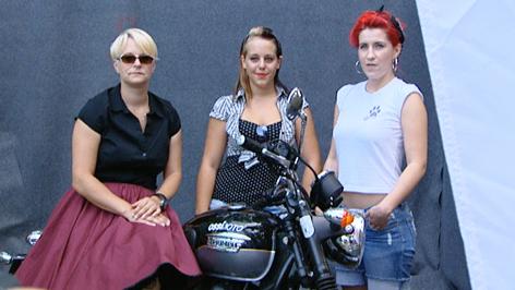 Frauen in Petticoat
